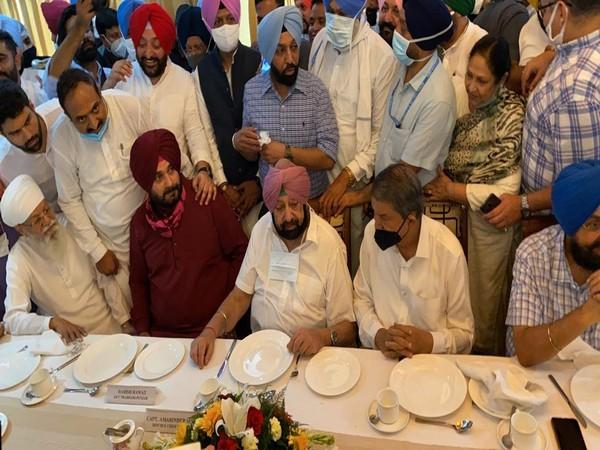 Punjab CM Captain Amarinder Singh meets newly appointed State Congress chief Navjot Singh Sidhu at Punjab Bhawan (Photo source: AICC)