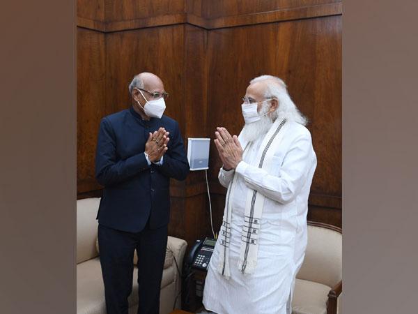 Governor of Jharkhand, Ramesh Bais calls on PM Modi (Photo/Twitter)