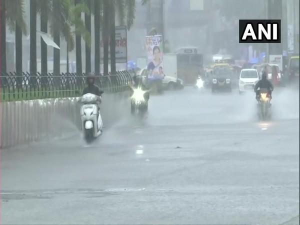 Heavy rains lash Mumbai on Wednesday. [Photo/ANI]