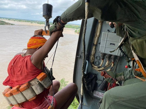 IAF carrying out rescue operations in Datia, Madhya Pradesh (Photo/Twitter)