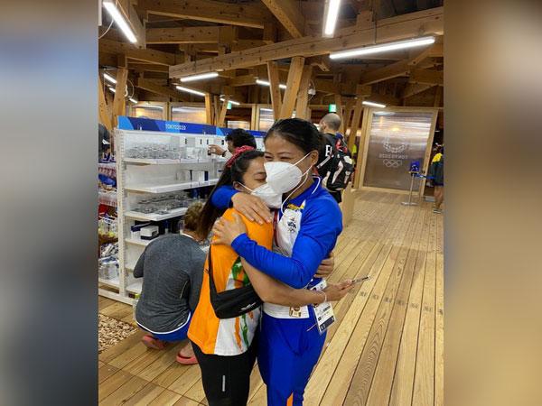 Mirabai Chanu with Mary Kom (Photo/ Mary Kom Twitter)