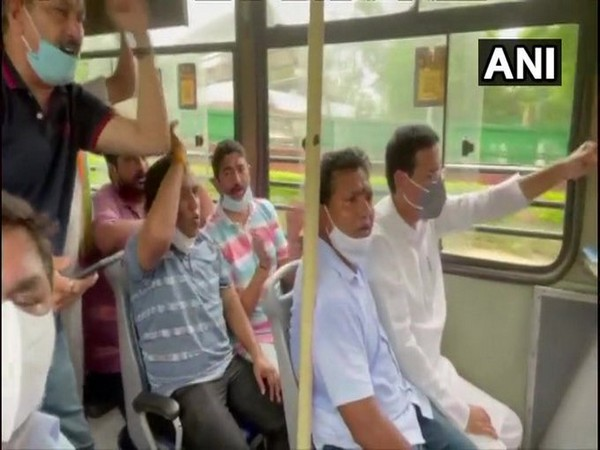 Congress leaders detained by police (Photo/ANI)