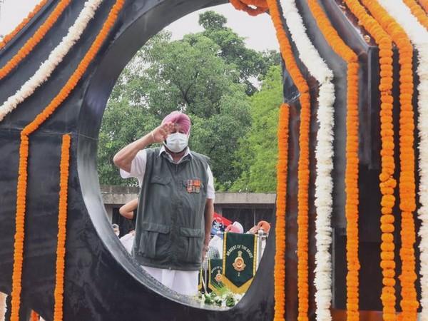 Punjab CM at Kargil War Memorial, Chandigarh. (Photo credit: Raveen Thukral, media advisor to Punjab CM)