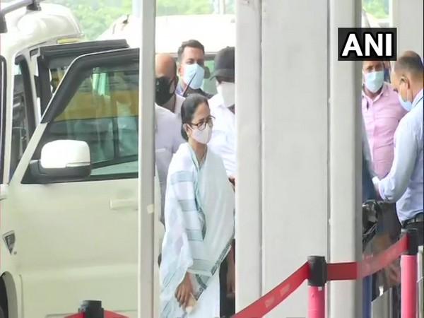 West Bengal Chief Minister Mamata Banerjee at Kolkata airport (Photo/ANI)