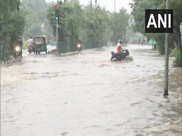 Heavy rains result in waterlogging on Mathura Road in New Delhi on Tuesday morning. [Photo/ANI]