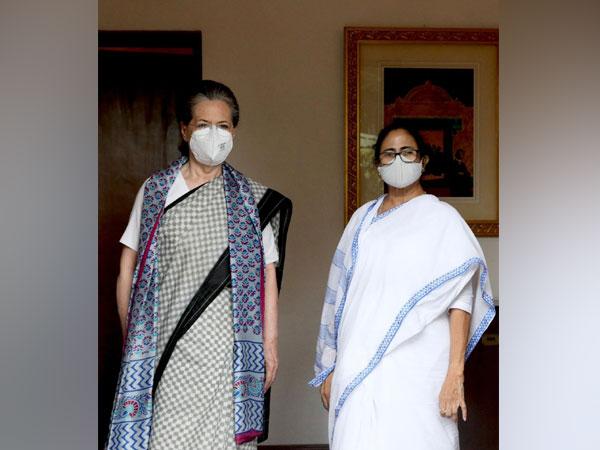 Sonia Gandhi with TMC chief Mamata Banerjee (Photo/Twitter)