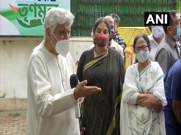 Lyricist-poet Javed Akhtar, actor Shabana Azmi and West Bengal Chief Minister Mamata Banerjee in Delhi (Photo/ANI)