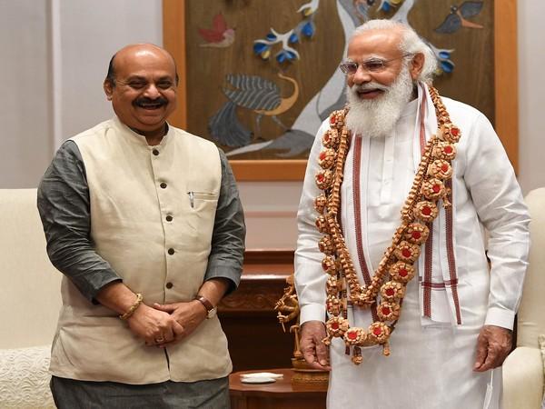 PM Modi with Karnataka CM Basavaraj Bommai (Photo: PM Modi Twitter handle)