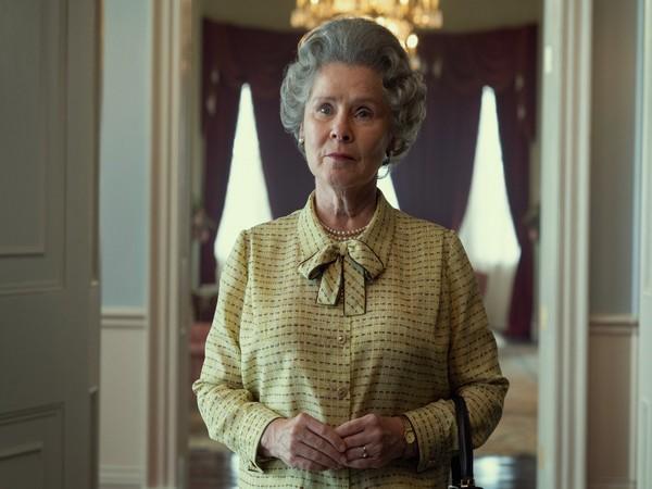 Imelda Staunton's first look as Queen Elizabeth II (Image source: Twitter)