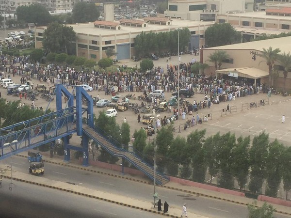 Long queue seen outside vaccination centre. (Photo credit: ARY News)