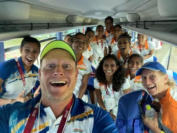 Coach Marijne with Indian women's hockey team (Photo/ Sjoerd Marijne Twitter)