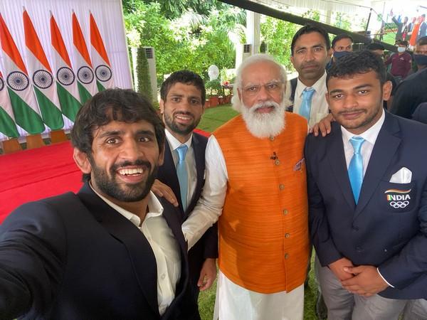 Bajrang Punia, Ravi Dahiya, PM Modi and Deepak Punia