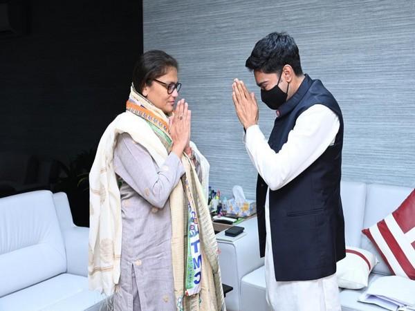 Former Congress MP Sushmita Dev with TMC leader Abhishek Banerjee (Photo/ANI)