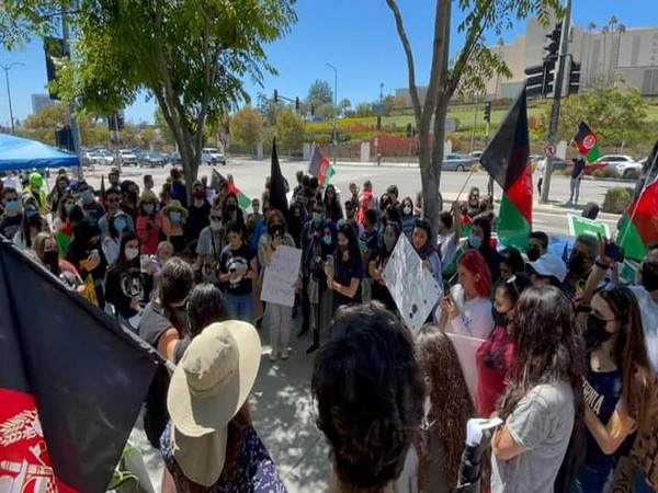 Afghan women in Los Angeles hold protest against Taliban's brutalities in Afghanistan (Photo Credit: Twitter)