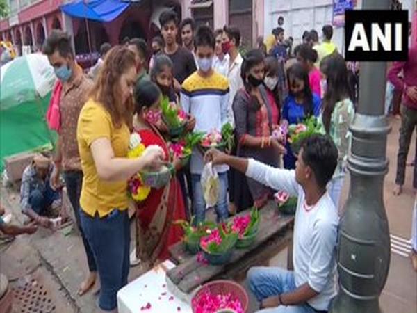 People gathered outside Gauri Shankar temple in Chandni Chowk (Photo/ANI)