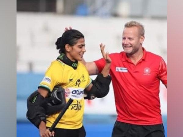 Savita Punia with coach Sjoerd Marijne. (Photo/ Savita Punia twitter)