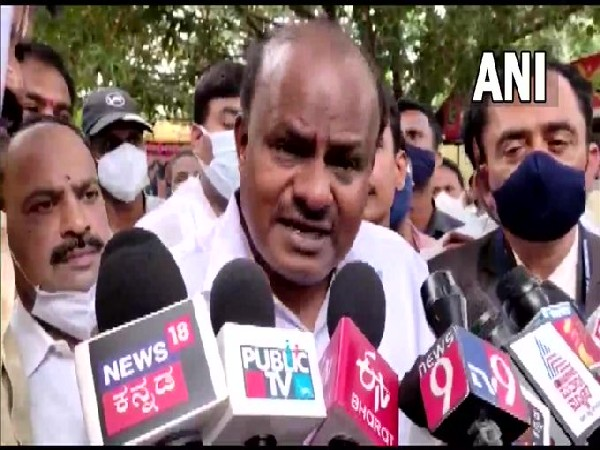 JD-S leader HD Kumaraswamy speaking to reporters in Bengaluru on Friday. [Photo/ANI]