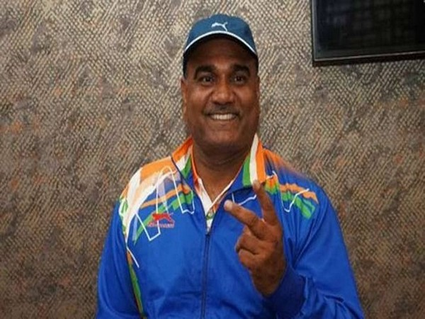 President Kovind congratulates discus thrower Vinod Kumar (Photo/Rahul Gandhi Tweet)