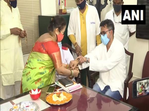 Mumbai mayor Kishori ednekar celebrating Raksha Bandha at Kasturba Hospital (Photo/ANI)