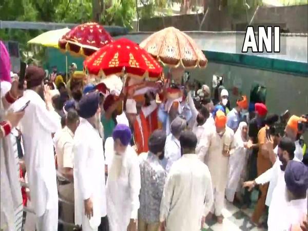 3 Swaroops of Guru Granth Sahib being brought to Guru Arjun Dev Ji Gurdwara in Mahavir Nagar/ ANI)