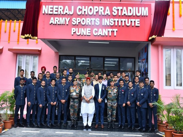 Defence Minister Rajnath Singh with armed force personnel (Photo/Twitter)