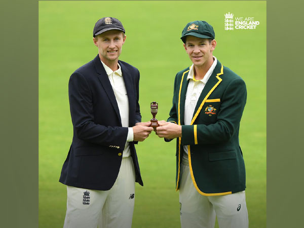 England captain Joe Root and Australia captain Tim Paine with 'Ashes' trophy (Photo/ England Cricket Twitter)