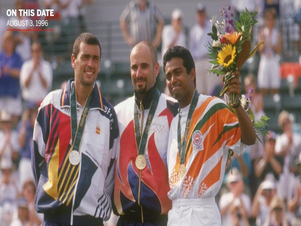 Leander Paes (far right) with bronze Olympic medal around his neck (Photo/Leander Paes Twitter)