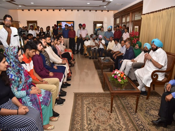 Punjab Chief Minister Amarinder Singh hosts Eid lunch for Kashmiri students (Source: Twitter)