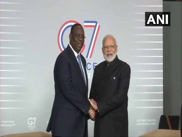 Prime Minister Narendra Modi (R) and President of Senegal, Macky Sall (L)