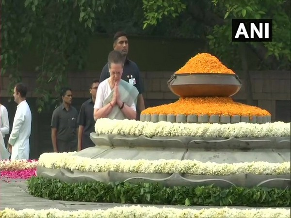Sonia Gandhi paying tribute to Rajiv Gandhi on his 75th birth anniversary in Delhi on Tuesday.