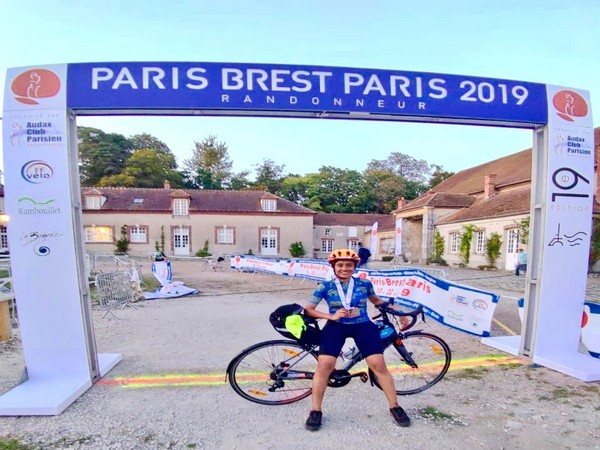 Indian Navy congratulates Priyadarshini Pawar, daughter of one of its officers, on completing long-distance cycling event in France. (Picture Credits: Navy)