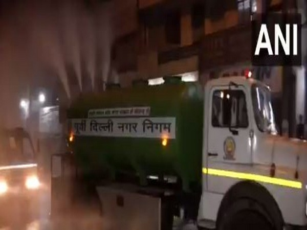 The EDMC tanker sprinkling water in Laxmi Nagar area of New Delhi on Monday. (Photo/ANI)