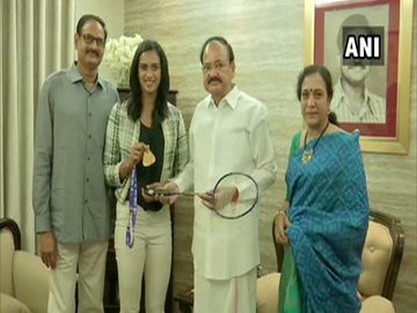 Shuttler PV Sindhu and her family with Vice President M. Venkaiah Naidu at his residence in Hyderabad. Photo/ANI