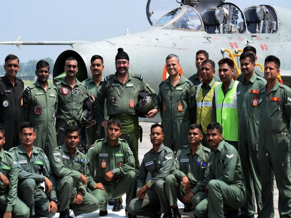 IAF Chief BS Dhanoa and Wing Commander Abhinandan Varthaman with ground crew and technicians after the MiG-21 sortie. Photo/ANI