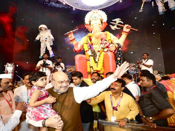 Home Minister Amit Shah at Lalbaugcha Raja pandal in Mumbai on Monday. (Photo/Twitter@AmitShah)
