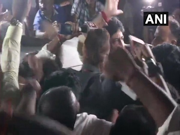 Congress workers raising slogans outside the Enforcement Directorate's office. (Photo/ANI)