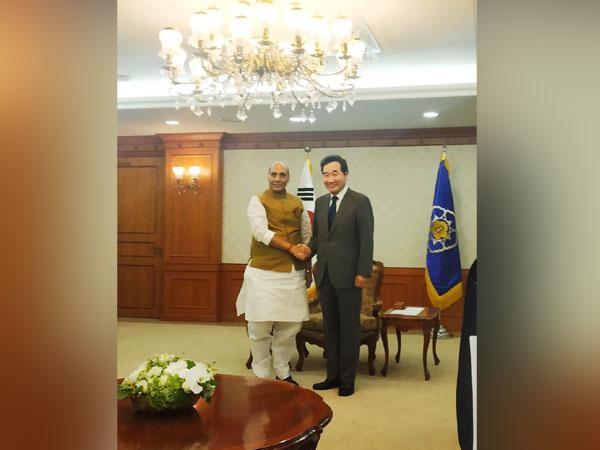 Defence Minister Rajnath Singh here on Wednesday met South Korea Prime Minister Lee Nak-Yon