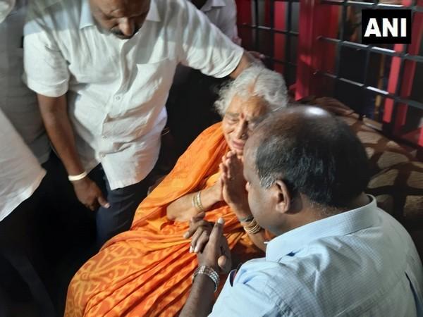 Former Karnataka Chief Minister HD Kumaraswamy met Congress leader DK Shivakumar's mother at her residence in Kanakapura on Friday. Photo/ANI