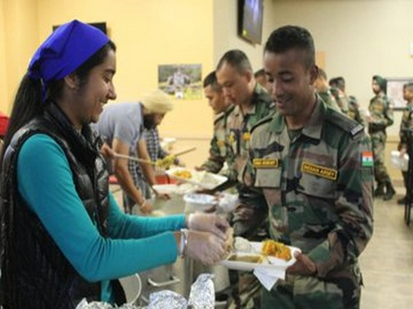 Indian and American Army soldiers participating in Exercise-?Yudh Abhyas? in America were served langar (Photo tweeted by Indian Army)