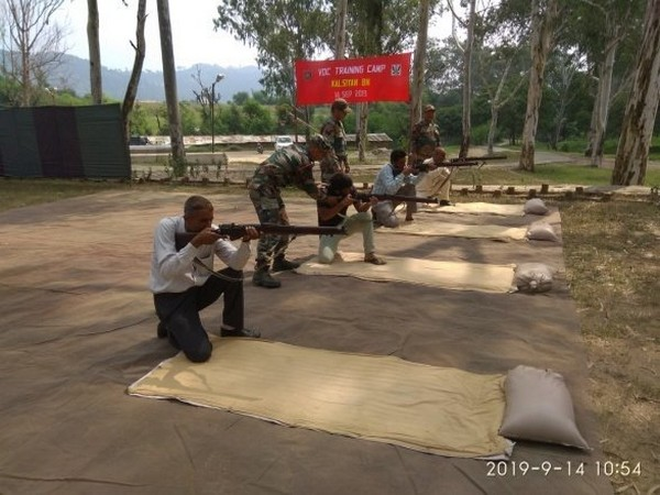 Training session to train the volunteers of the village defence committees (VDCs) in Jammu and Kashmir's Naushera sector. Photo/ANI