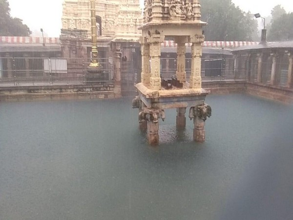 A view of Mahanandiswara Swamy temple, which is submerged in the flood water on Tuesday. Photo/ANI