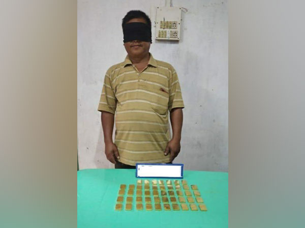 Assam Rifles apprehended a gold smuggler (Photo tweeted by Eastern Command)