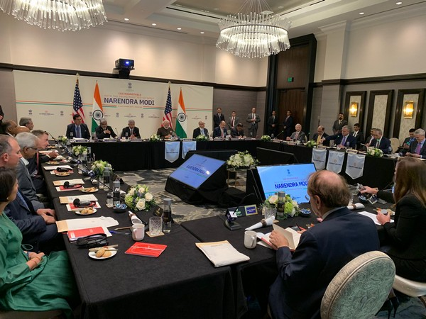Unites States: Prime Minister Narendra Modi holds round table meeting with oil sector CEOs in Houston.. (Photo tweeted by PMOIndia)
