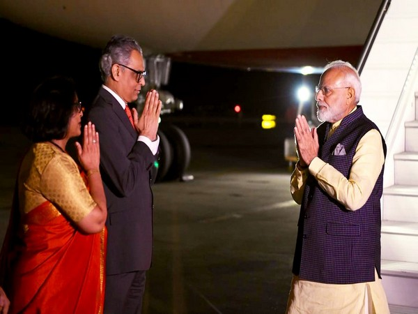 Syed Akbaruddin receiving Prime Minister Narendra Modi at the airport on Sunday (local time) in New York. Photo/Twitter