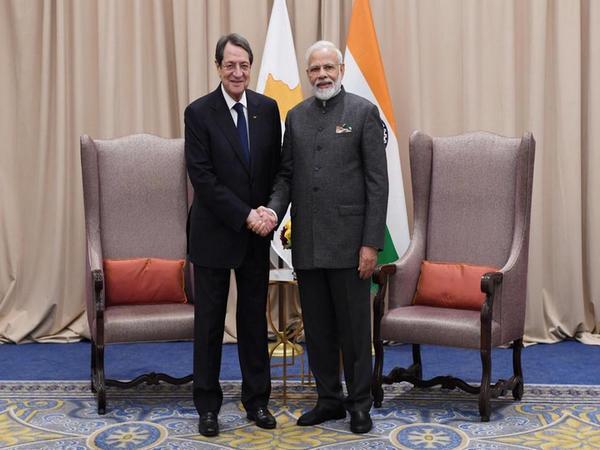 Prime Minister Narendra Modi (R) and Cyprus President Nicos Anastasiades (L)