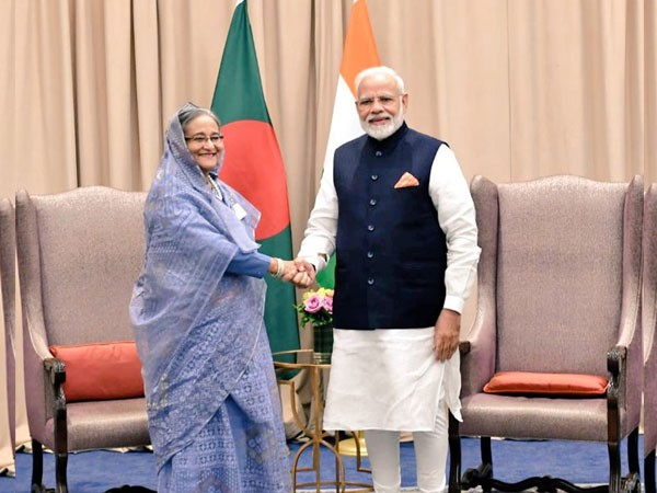 Prime Minister Narendra Modi (right) with his Bangladesh counterpart Sheikh Hasina (left) (File pic)