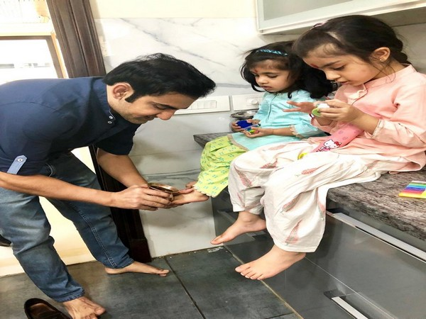Cricketer-turned-politican Gautam Gambhir with his daughters (Photo/ Gautam Gambhir Twitter)