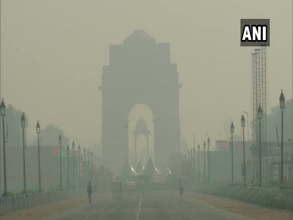 Smog was seen blanketing the sky in New Delhi. Photo/ANI