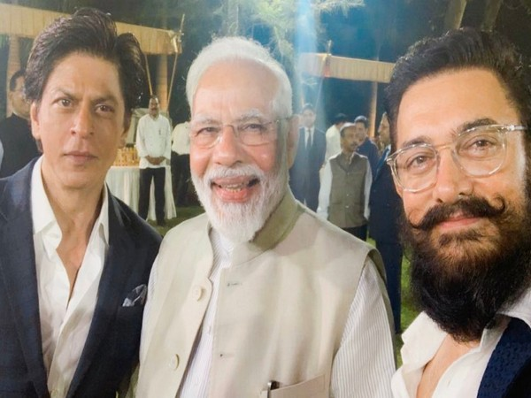 Shah Rukh Khan with Prime Minister Narendra Modi and Aamir Khan at an event in the capital (Image courtesy: Twitter)