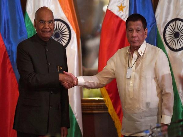 President Ram Nath Kovind with his Philippines counterpart Rodrigo Roa Duterte in Manila on Saturday. (Photo courtesy: MEA Spokesperson)